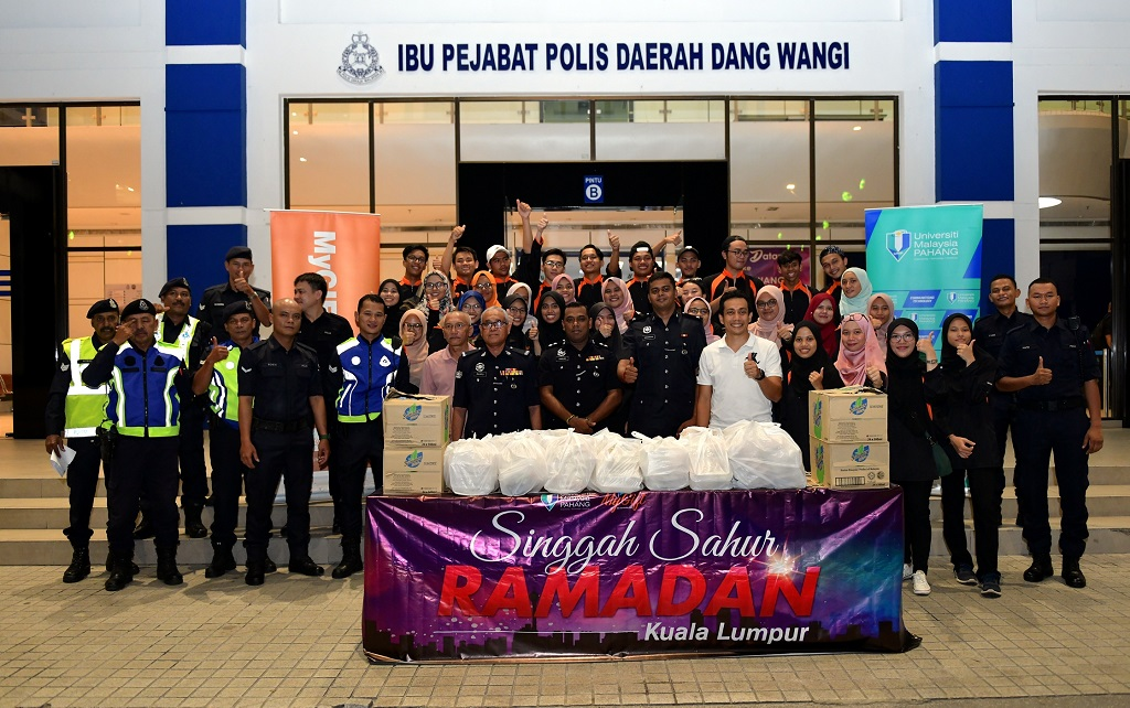 Ziarah Prihatin Ramadan: UMP Alumni extends help, brings cheers to Asnaf