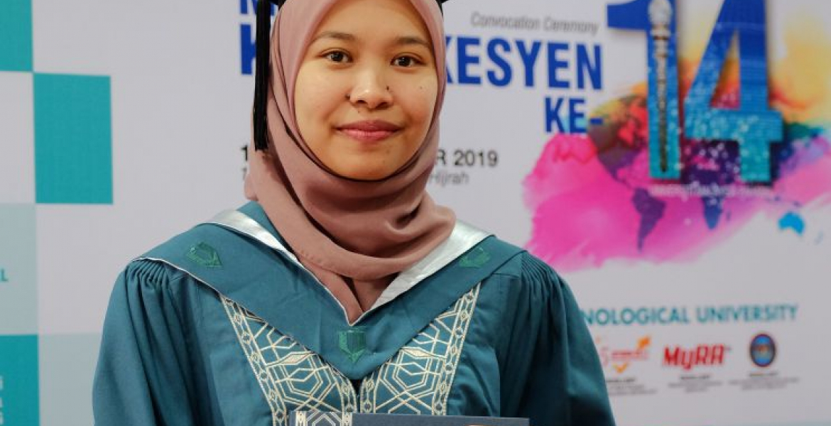 Umi Fatiha farmer's daughter wins Royal Academic Award (Medal of Excellence)