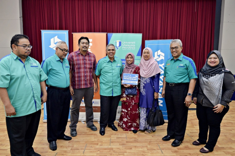 UMP goes the extra mile to assist new undergraduate Amrina