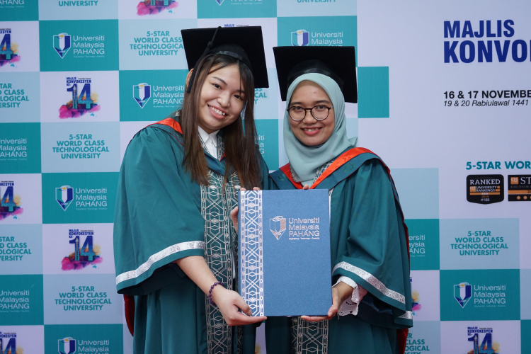 Roommates awarded with Dual-Degree Programme Academic Excellence Prize
