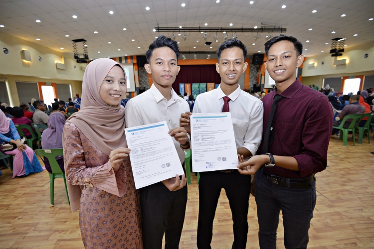 Two pairs of twins pursued their studies in UMP