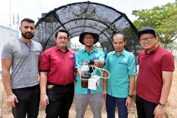 UMP researchers invented stingless bee honey suction pump for more quality produce
