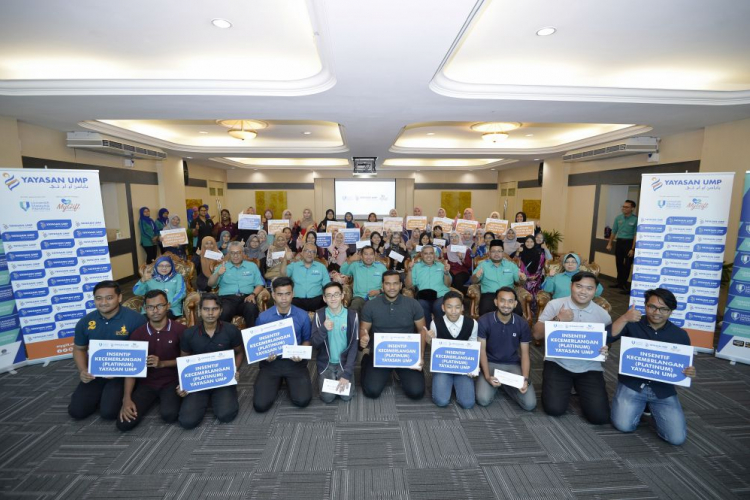 UMP Foundation Excellence Incentive (Platinum) for excellent students