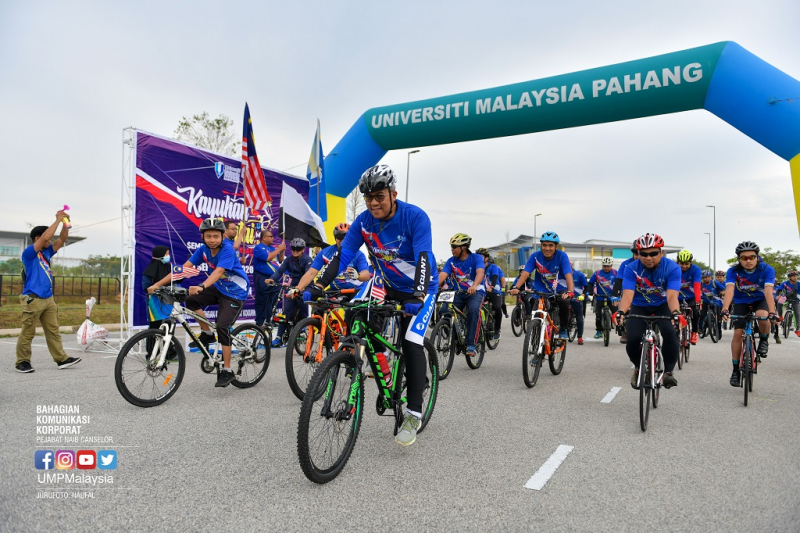 Cycling brings UMP associates together