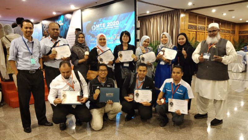 UMP bags 10 medals and The Best Award for Consumer Electronics