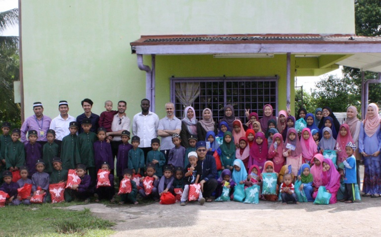 UMP's IPS and Postgraduate Association brought cheers to orphans at Hembusan Kasih Sayang Care Centre