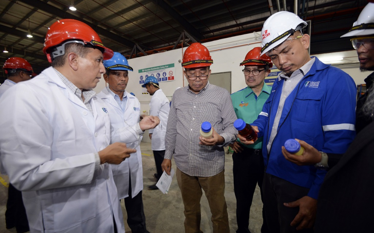 Chairman of Board of Directors visits UMP laboratory facilities